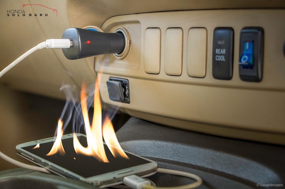 Ternyata Charge HP di Mobil Bisa Membahayakan