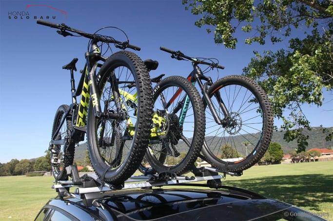 Cara Aman Angkut Sepeda Gunakan Mobil